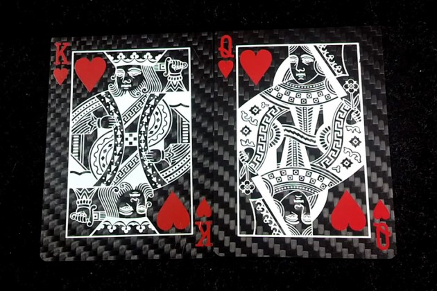 01-Carbon-Fiber-Playing-Cards-630x420 8e9f6